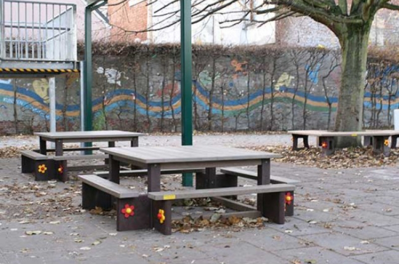 Kinder Picknicktafel Kunststof.Degelijke Kinderpicknicktafel Vierkant A Uw Parkmeubilair Uw